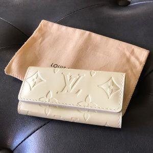 EUC Louis Vuitton Monogram Vernis 4 Key Holder